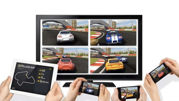 multi-device-complementary-experience-real-racing Multi-Device Experience