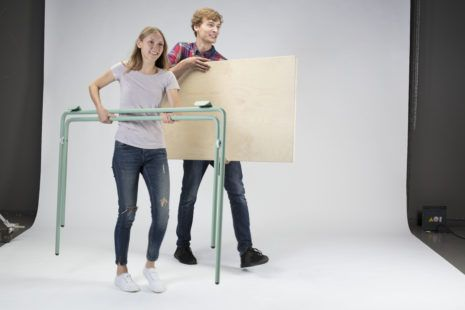 Durch das eingebaute Gelenk und seinen simplen Aufbau lässt sich »Fold It« schnell und unkompliziert umstellen, platzsparend verstauen oder ins Freie tragen.