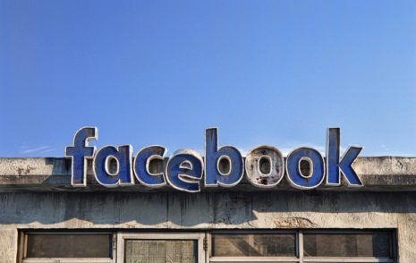 Social Decay facebook: Loss of Face? Andrei Lacatusu