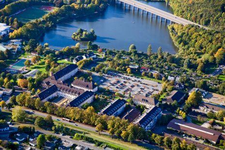 Campus Iserlohn global university systems