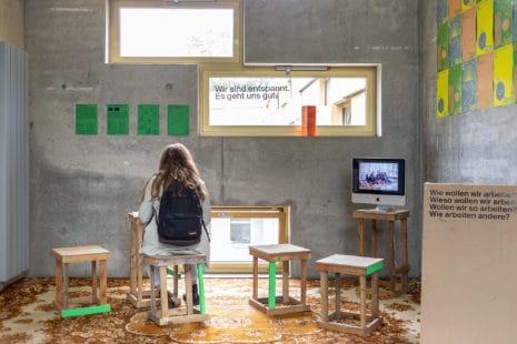 """In der Kategorie """"Beste Kommunikation"""" überzeugten Marlen Kaufmann, Thea Kleinhempel, Tabea Seufert, David Strach und Marie Schuster (Kommunikationsdesign) mit """"Wir sind entspannt, es geht uns gut"""". Foto: Foto: Max Méndez, Michel Klehm"""