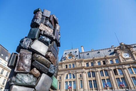 Arman Skulptur am Bahnhof Gare St. Lazare