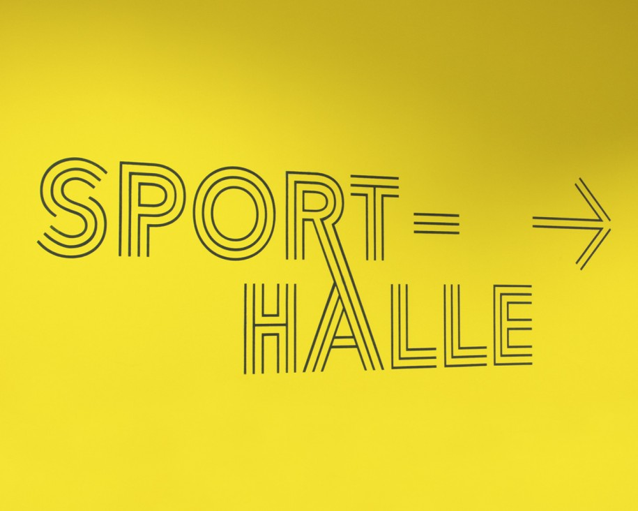Design - Leitsystem der Sporthalle, Industrieschule Chemnitz
