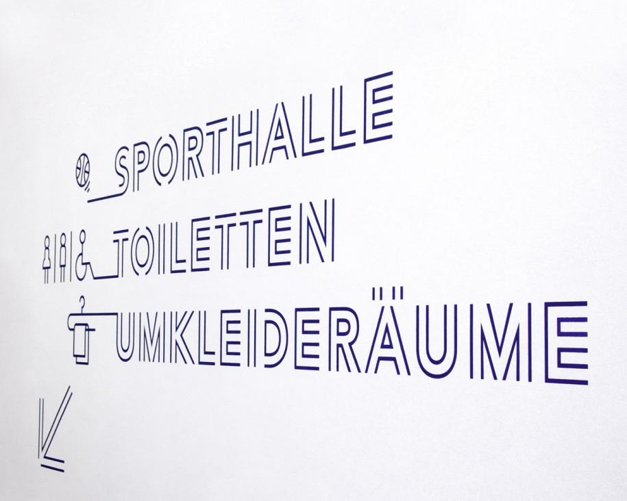 Leitsystem der Sporthalle Industrieschule Chemnitz » Wegweiser